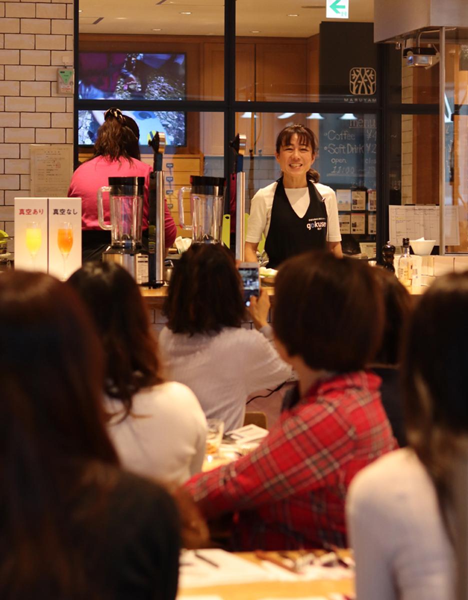 「真空ミキサー料理セミナー in 銀座NAGANO」Citronヨーコ先生とテスコムの料理セミナー風景