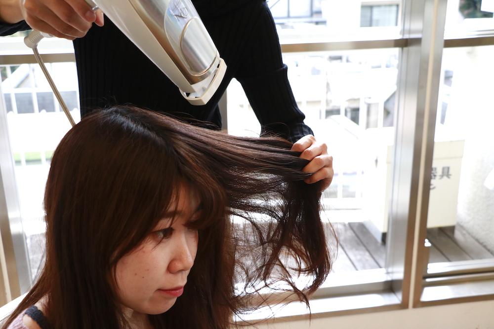 <薄毛に効果的な髪の乾かし方>頭皮の乾かしすぎに注意。頭皮全体をまんべんなく乾かすのがポイント