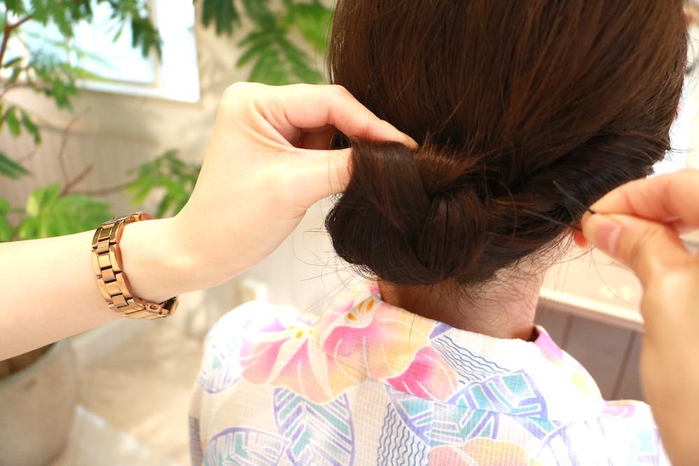 手順5・浴衣に合う【ミディアムヘアアレンジ】大人女子感が漂う♡はんなりアップスタイル