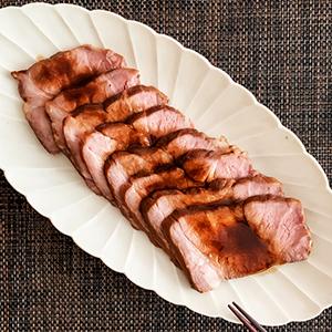 肉や魚にじっくり火を通す料理が定番